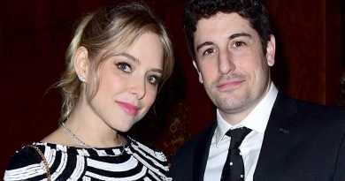 Jenny Mollen Slams 'Double Standard' of Extra Praise for Dads: 'I Refuse to Say That I Am Lucky'